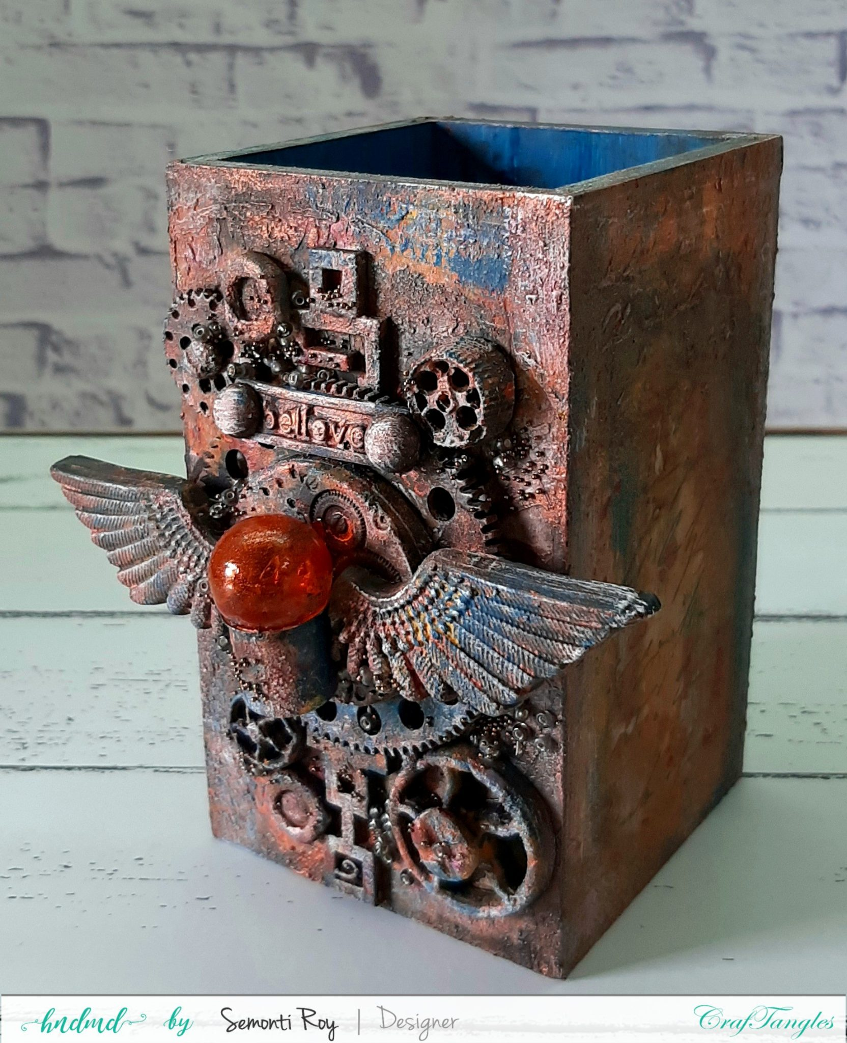 Gorgeous Rustic Steampunk Pen Stand 1