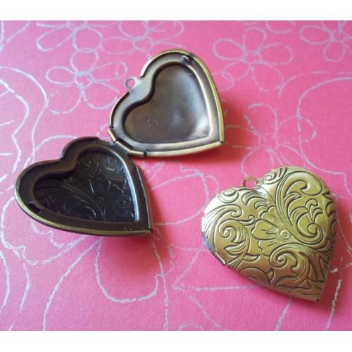 Photo Locket - Heart (Carved)